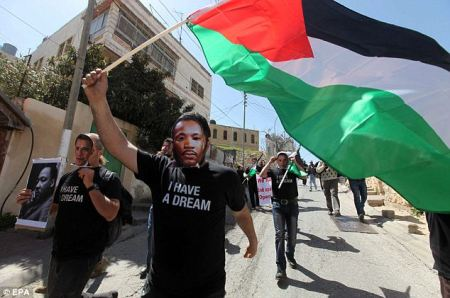 Palestinian protestors used their flag and Martin Luther King's face to make their point