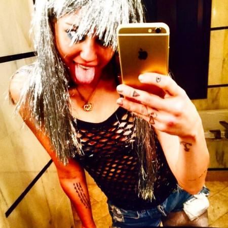 Miley Cyrus Porn 01